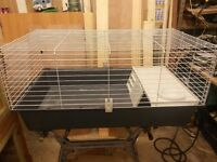 Indoor cage in excellent condition