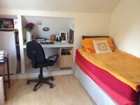 2 Single Rooms Available in a 3 Bedroom House