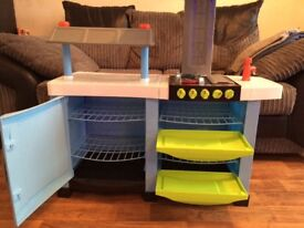 Play kitchen with water tap and sounds