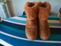 Ladies Boots Size 5 Colour Tan Fur Lined Chunky Sole Zip Fastening