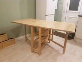Kitchen/dining table with 6 seats