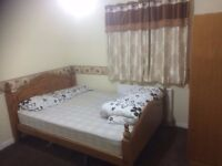 large room for rent with wifi internet near town and uni 20 mint walk RG2 7UH looking couple £400
