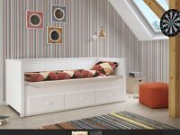 Single day bed with three drawers, white