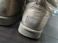 Genuine uggs boots size 5