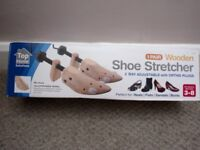 1 pair of Wooden Shoe Stretchers for women, sizes 3-8 with Ortho plugs