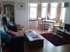 **FLAT NOW LET**Bright spacious 1 bed flat available from 24 July - £425 p/m