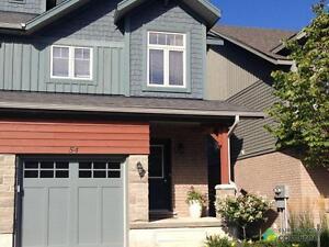 $424,000 - Condominium for sale in Collingwood