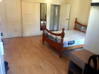 3 Stunning Double Rooms Available Now In Shadwell For Rent - Close to Aldgate East - Also No Fee!