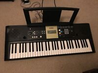 Yamaha YPT-220 Electric Digital Keyboard