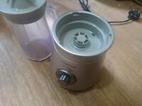Kenwood SB054 Smoothie Maker to Go - Silver. (very good condition, one unused jug)