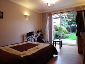 Massive double room in Newbury park - central line