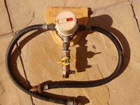 Automatic gas bottle changeover valve
