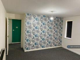 2 bedroom flat in Walker Road, Walsall, WS3 (2 bed) (#1097823)