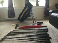 FULL SET OF BROWNING GRAPHITE IRONS, 1,3,5,7 METAL WOODS, LIGHTWEIGHT MAXFLI BAG £60 THE LOT £60