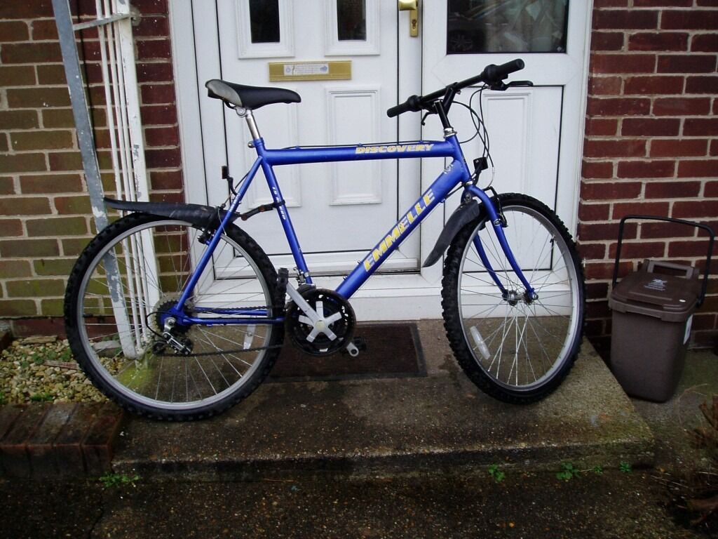 """MOUNTAIN BIKE, 22"""" FRAME, 26"""" ALLOY WHEELS, FULLY SERVICEDin CardiffGumtree - MOUNTAIN BIKE, 22"""" FRAME, 26"""" ALLOY WHEELS, 15 SPEED SHIMANO GEARS , all working, NICE CLEAN BIKE, EVERYTHING WORKS AS IT SHOULD, Vee brakes, chain guard, with mudguards, NO OFFERS, COLLECT ONLY I AM IN CARDIFF see map on this advert, PHONE or text..."""