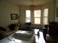 large double room tolet in westbourne close to sea and shops £400 pcm all inclusive