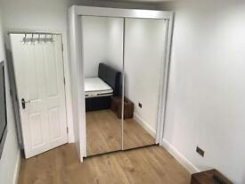 Nice double room for rent near Chigwell Station with ALL BILLS INC