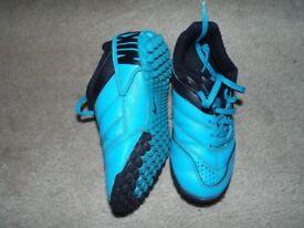 Boys Nike astroturf football boots, infant size 11, blue.