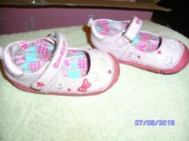 PINK OSHKOSH GIRLS SHOES - SIZE 4