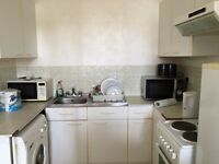 large one bedroom flat to let @ RM18 8YR close to station excellent location available now!!