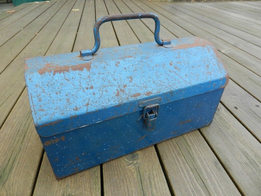 Metal toolbox 30cm (12 inches) long x 15cm (6 inches) wide x 15cm (6 inches) high.