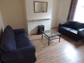 LS6 2 bed house Hyde Park close to Universities £620 pcm inclusive-No signing on fees -Avail 1st Feb