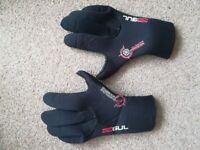 Kids wetsuit gloves. 3mm