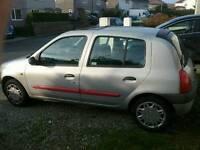 Grey Renault Clio