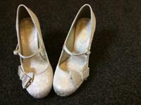 Gold Ladies Shoe (wedding)