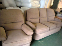 £65 THREE SEATER SOFA AND CHAIR GREAT CON SMOKE AND PET FREE POSS DEL LOCAL AREA