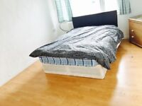 Sunny double room in Stratford