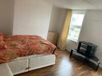 £1300 /m all bills inc 3bedroom flat rent in maidenhead town centre SL6
