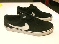 Mens Nike black trainers size 10