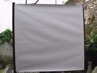 WALL MOUNTABLE PROJECTOR SCREEN