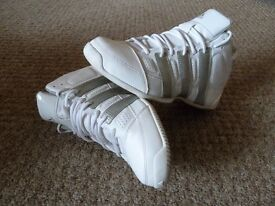 Adidas Commander Lite Tim Duncan Basketball Trainers for sale - White, size 9.5 UK