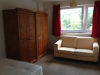DOUBLE ROOM FOR A COUPLE OR 1 PERSON, MILE END, ZONE 2