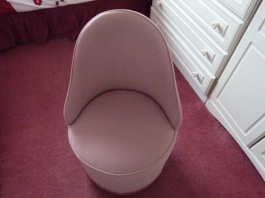 TUB CHAIR IN PINK ON CASTERS