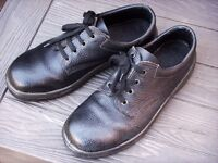 """Work shoes. Size 8 Black. Steel toecap. """"As New"""""""