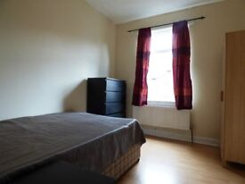 Double Bedroom in large house available in Fallowfield
