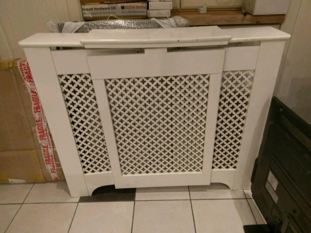 Adjustable radiator cover cream