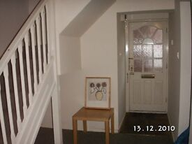 Lovely one bed in private estate, parking, furnished, 5/10 minutes walk to city center, bus routes