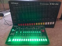 TR8 DRUM MACHINE