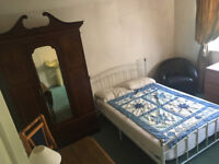 HUGE SINGLE ROOM, country family home near Headington hospitals. 500 pcm bills wifi parking included