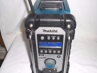 MAKITA BMR104 DAB SITE RADIO IN GOOD CONDITION & FULLY WORKING.