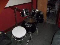 5 piece boston black drum kit used bot good condition