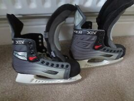 Ice Skates Size 6 (Comes with laces)