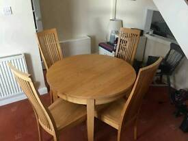Beautiful Pine Table & 4 Chairs