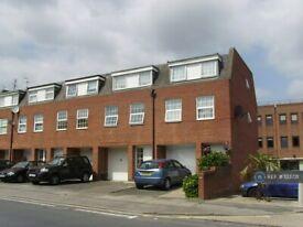 4 bedroom house in Crown Lane, London, N14 (4 bed) (#133731)