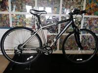 Saracen 'Venturer' hybrid bike