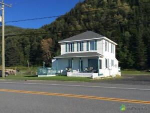 165 000$ - Maison 2 étages à vendre à Mont-Louis